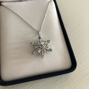 Jewelry - White gold snowflake necklace